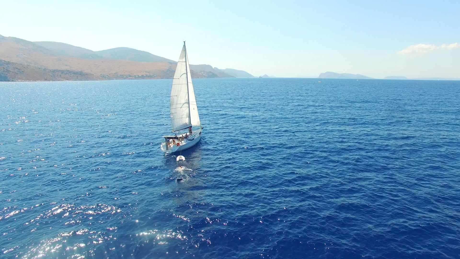 Boot, dinghy, zwemmer en boei :)