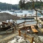 Loungebar op Palmizani, voor Hvar, Kroatië