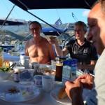 Ontbijt op het achterdek, Poros, Greece